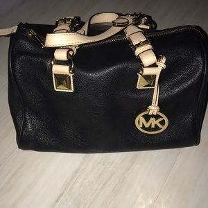 Michael Kors pebbled leather Grayson in black 😍